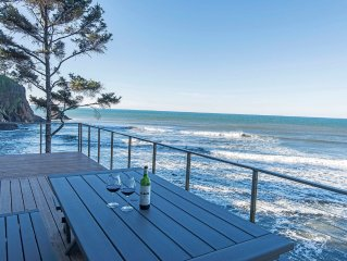 6 BDRM OCEAN FRONT WITH AMAZING VIEWS, HOT TUB, WIFI Sleeps 16, beach access