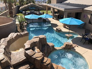 ~Lake Havasu Paradise~Solar Heated Pool, Hot Tub, Tiki Bar, Nearly New Furniture
