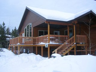 Spacious Home for 18 in Town, Large Deck w/ BBQ, Walk to Shops, 6 Blocks to YNP