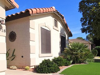 Delightful 3 Bedroom Getaway In Val Vista Lakes !!