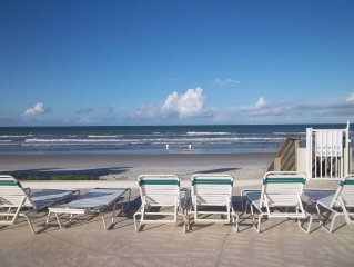 2/2 Direct Oceanfront, Boogie Boards, Umbrella, Beach Towels, READY for YOU!