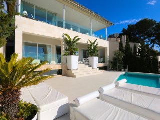 Villa with spa, heated pool and sea-golf views
