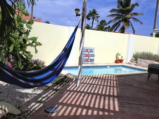 Charming bungalow with pool & close 2 beach! Full equipped & a/c.