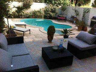 villa piscine et jardin
