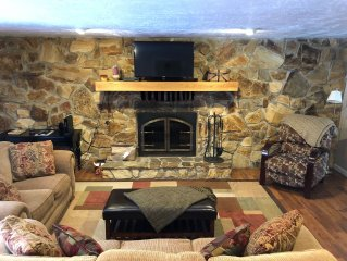 Forest Lake House, Sleeps 6, Premium Home!