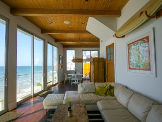 New Beachfront Modern Home on Secluded Beach w/hot tub + custom bthrms