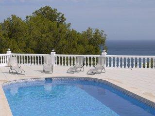 Espectacular villa a estrenar con piscina  privada a un paso del mar, del puerto