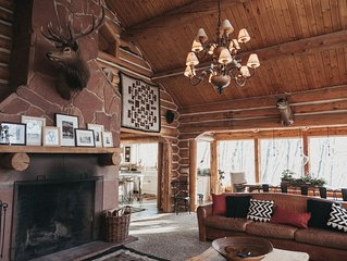 Cozy, Rustic,  Log Cabin with hot tub