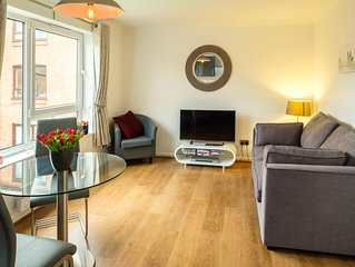 York City Centre Luxurious Apartment with FREE PARKING!