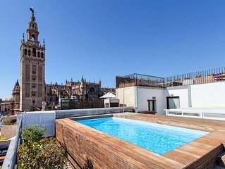 LUXURY APT WITH SWIMMING POOL, 1 Bdr Apartment, Central, close to the Cathedral