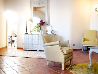 Très bel appartement avec terrasse et chambre climatisée,en plein centre ville;