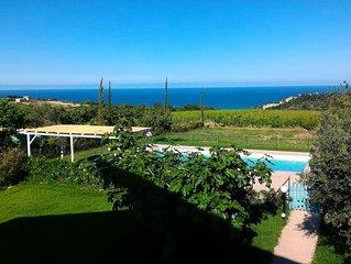 Villa con piscina e giardino vista mare-monti 3 km dal mare, ideale per famiglie