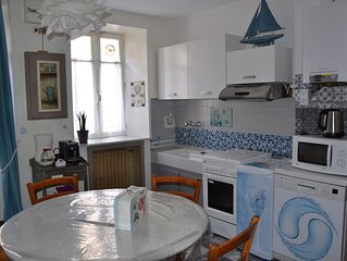 Nice fisherman's house, garden, comfortable, wiffi, 50 m from the sea, quiet st