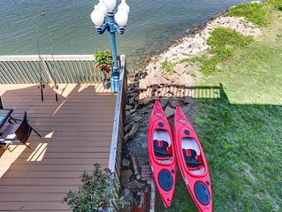 *WATERFRONT * KAYAKS* PRIVATE BEACH * OUTER BANKS STYLE
