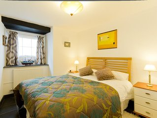 Luxury fisherman's cottage by the sandy beach in Looe, Cornwall includes parking