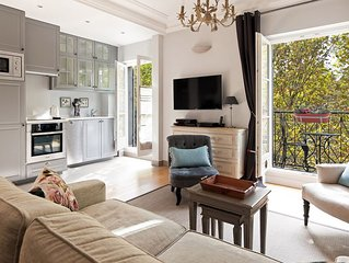 SALE! Outrageously Romantic, with Spectacular Eiffel View from the Balcony