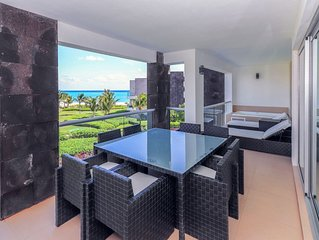 Luxurious Ocean View Condo on Private Beach, Spectacular Pool
