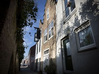 Beautiful, historical holiday home right in the centre of Middelburg.