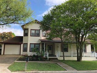 Beautiful North Austin Victorian-Style Home In Downtown Pflugerville
