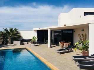 Villa de luxe - piscine chauffée et vue superbe à deux pas du centre de Lajares