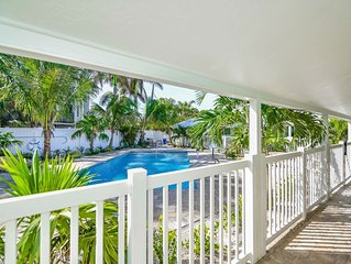NEW SALE - Amazing Resort Suite - Walk to Beach and Downtown Siesta Key, 2 Comm