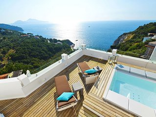 recently renovated villa with 180 ° panorama of the sea