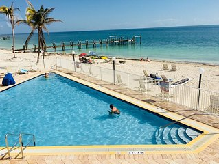 Beach Front A, Ocean View from Villa, Pool full Kitchen, dock, balcony, BBQ