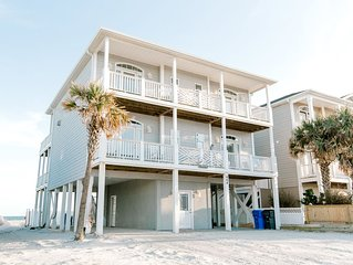 Beautiful Oceanfront Family Friendly Home!  Linens included