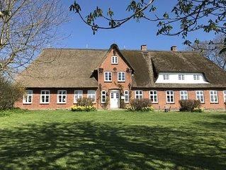 Eins von 3 Appartments in grossem, denkmalgeschutzten friesischen Reetdachhof