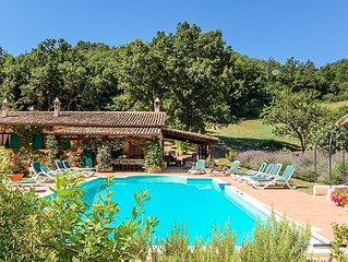 Detached house with private pool 3km from village, 90 from Rome. Quiet area