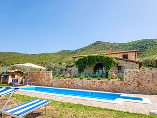Detached villa with private and fenced pool 1,6km Montecchio, 20km from Orvieto.