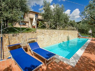 Detached house with private pool at 500 meters from village. Great views!!!