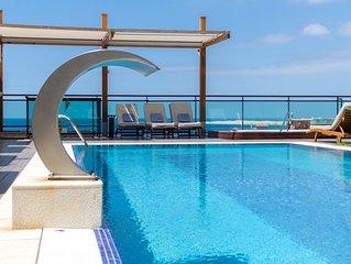 Lujosa villa con piscina climatizada y jardin privado