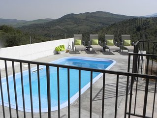 Country Designer Cottage with Pool and view to Paradise! Danza La Luna!