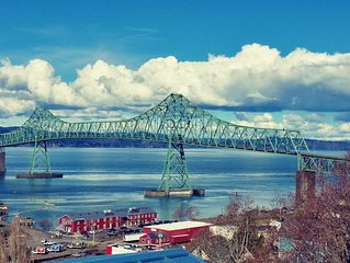 Stunning View Property Of Columbia River And Astoria-Megler Bridge from Hot Tub