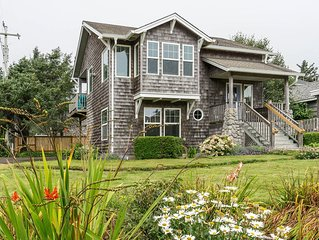 5 Star Home, 1 Block to Beach, Haystack Rock Views, 2 King Beds, Quiet Area