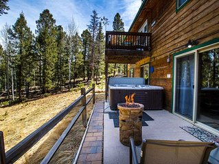 Relaxing Forest Retreat, Hot Tub, WiFi, Stocked Lakes, Near OHV & Attractions