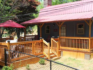 Peaceful Cottage / Pet Friendly / Loft Bedroom / Deck & Grill