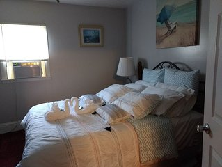 2 bdrm apt., 500 ft to the beach, Close To Shopping, Dining and Jet Express