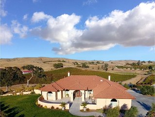 VINEYARD LIVING/ Stunning Views/near to Wineries & Downtown/Pizza Oven/See Video