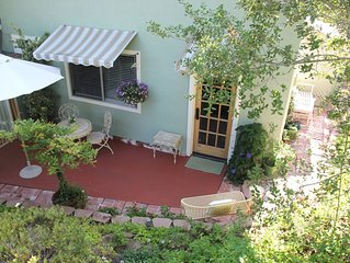 Charming Cottage, Gorgeous Panoramic Mountain Views, Pool, 2.7 Acres