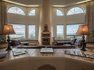 Best Beach Front House in Bandon, Ocean view Spa, Golfing, Fishing, Fireplace!