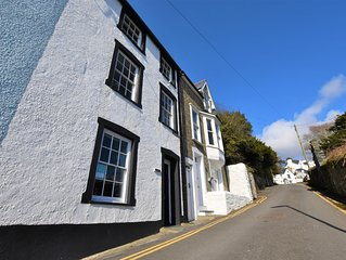 Traditional 3 Bedroom Cottage in Aberdovey with Sea Views, 3 bedrooms, Sleeps