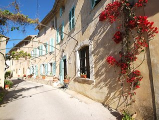accommodation in the ' Bastide d'estienne', with terrace 20m², near the sea
