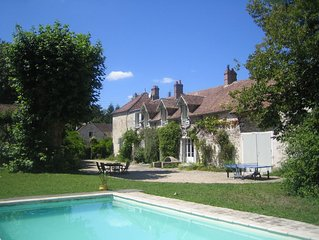 Charming Family House with Swimming Pool close to Fontainebleau