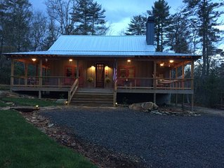Bike,hike Dupont Forest in minutes New, rustic cabin near Brevard,Pisgah Forest