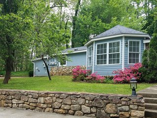 Ivy Cottage-Sweet couples getaway less than 3 miles to BILTMORE PARK