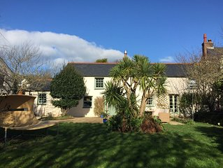 Beautiful large coastal four-bed character cottage with a big garden