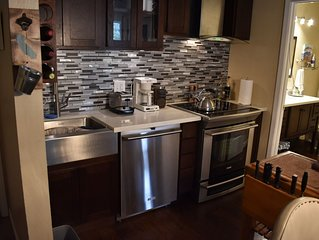 Beautiful Newly Remodeled Condo w/ Free Wifi! Shops & Mountain Close! Must See!