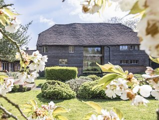 Traditional 17th Century Kentish Barn, Set In The Heart Of The Garden Of England